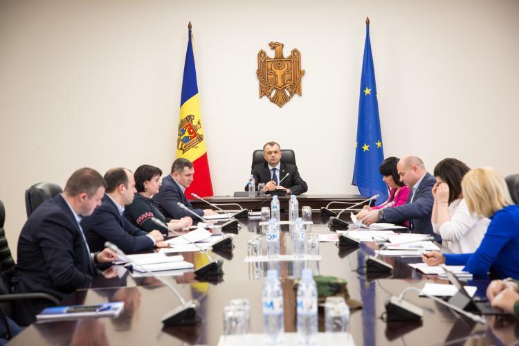 Prim-ministrul a condus astăzi ședința Comisiei pentru Situații Excepționale, în cadrul căreia au fost raportate ultimele informații de către autoritățile responsabile pentru prevenirea și combaterea virusului COVID-19.